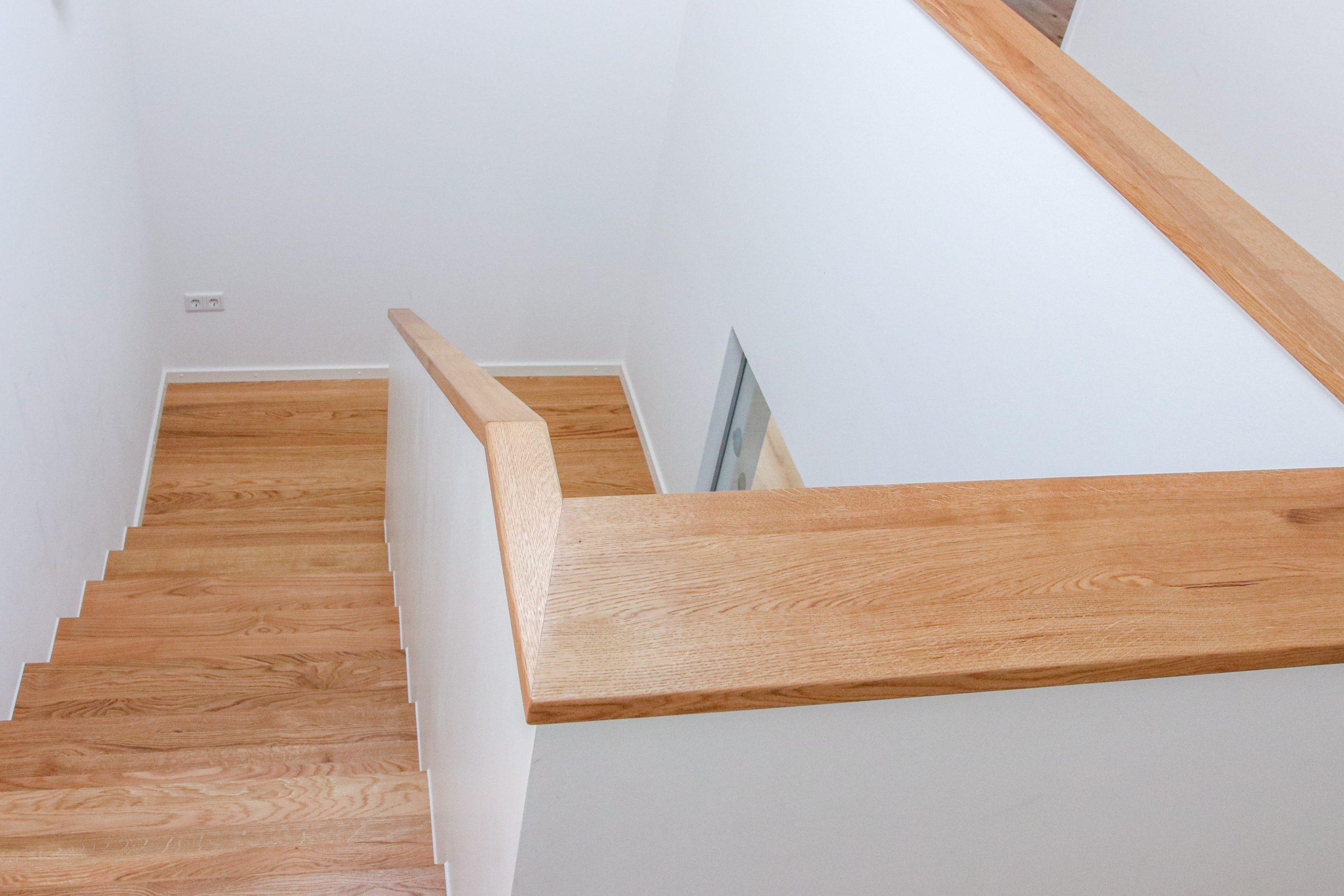 Treppe Faltwerk-Design auf Beton-Grundlage